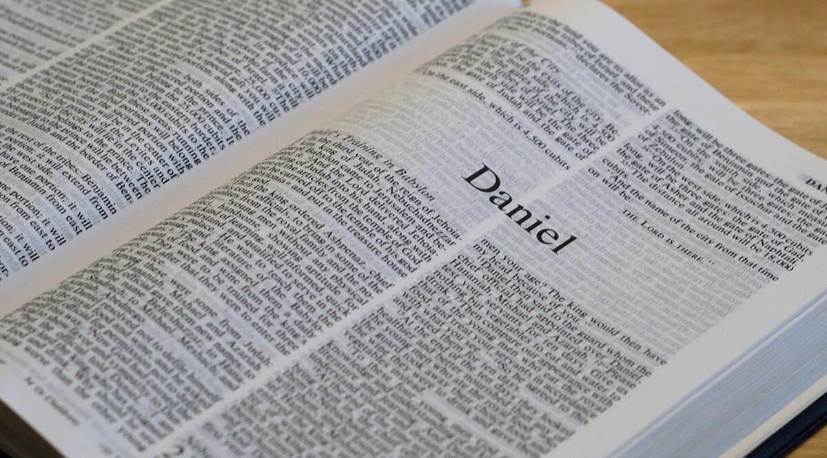 Bible Open to Daniel 1