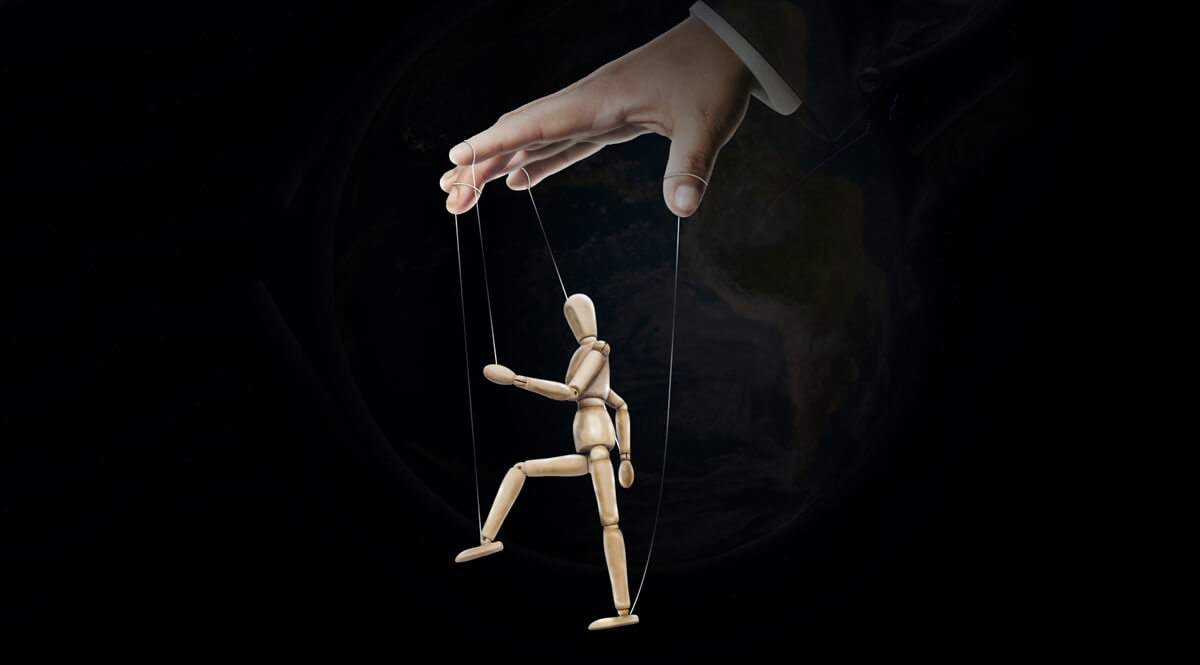 Mannequin as Marionette